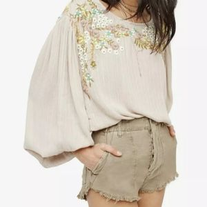 New FREE PEOPLE Womens Size 2 Fringed Cut Off L10